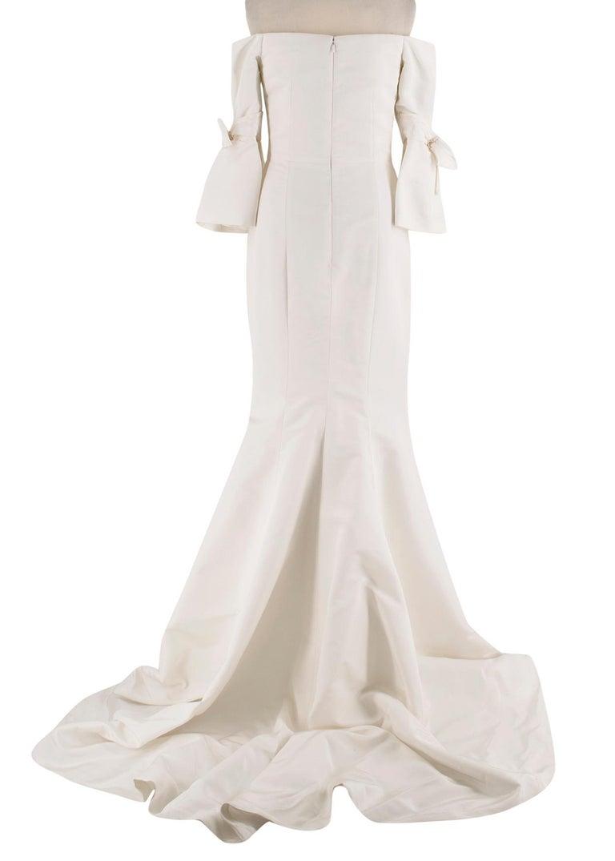 Gray Carolina Herrera Faye Off The Shoulder Silk Faille Mermaid Gown XS For Sale