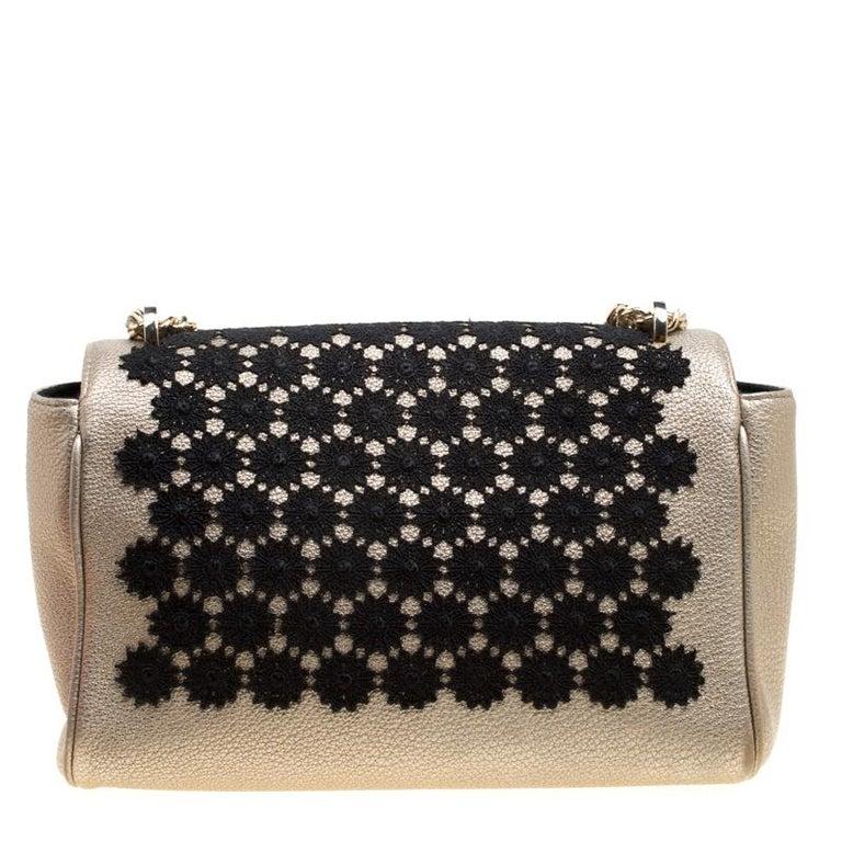 c63dea269d69 Carolina Herrera Metallic Gold Leather Crochet Shoulder Bag In Good  Condition For Sale In Dubai