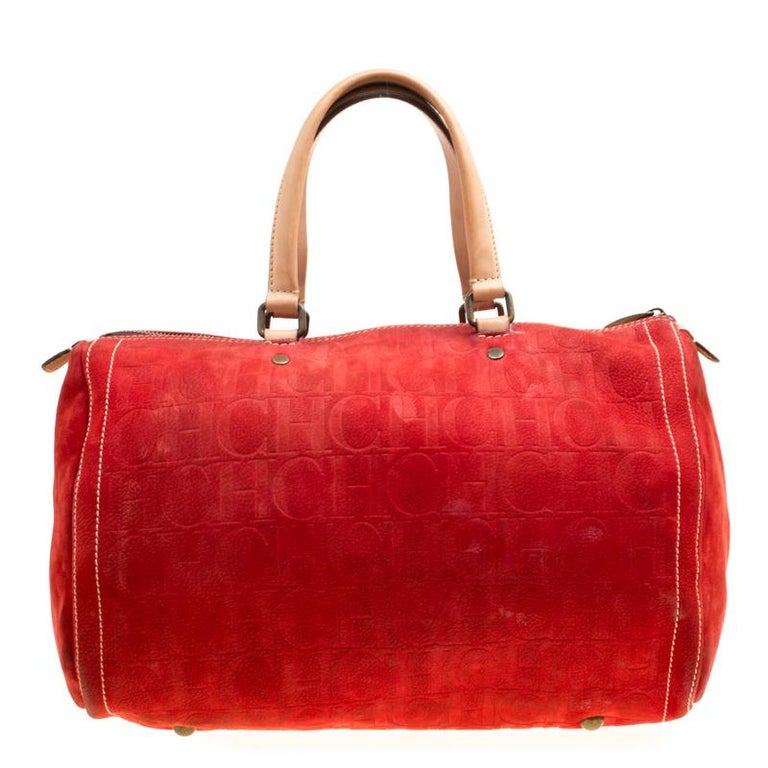 A truly posh and elegant piece to add to your collection. This Andy Boston bag by Carolina Herrera is crafted from monogram nubuck and leather and styled with neat stitch detailing. It features a top zip closure, two handles and a spacious interior