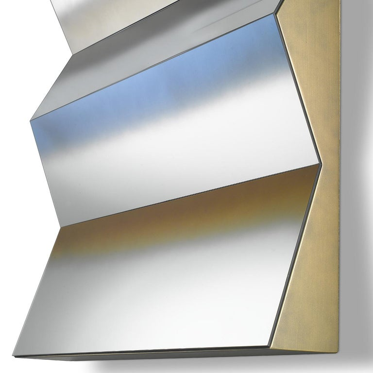 Bright and contemporary design: Caroline mirror is perfect on the wall of any living room or bedroom. The frame is in riace bronze finish wood, while the three-dimensional mirror has shades of bronze, blue and gray. Both the frame and the mirror are
