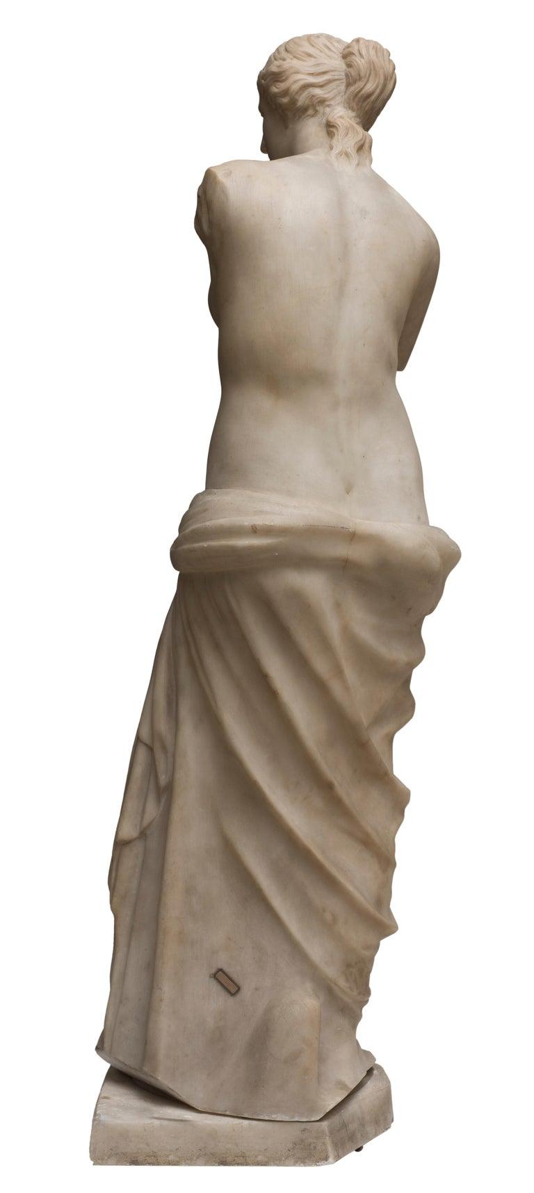 Carrara Marble Sculpture Copy of Venus de Milo by French Sculptor, circa 1820 In Good Condition For Sale In Roma, IT