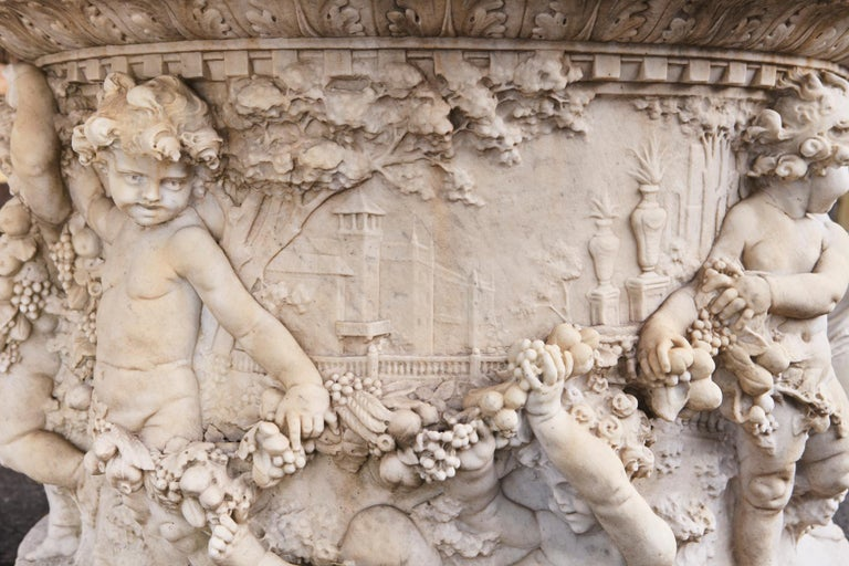 Carrara Marble Wellhead with Intricate Carvings Raised on Octagonal Base, 1920s For Sale 3