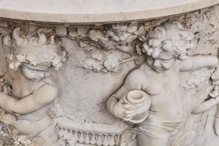 Carrara Marble Wellhead with Intricate Carvings Raised on Octagonal Base, 1920s For Sale 4