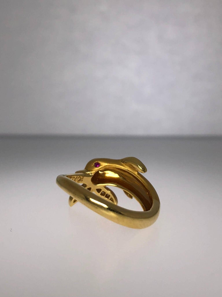 Carrera y Carrera 18 Karat Gold and Diamond Dolphin Ring In New Condition For Sale In New York, NY