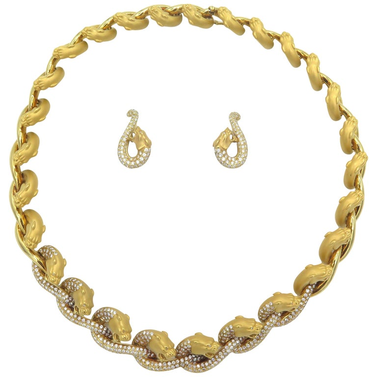 Carrera y Carrera 18 Karat Yellow Gold and Diamond Necklace and Earring Set For Sale
