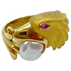 Carrera y Carrera 18 Karat Yellow Gold Eagle Head Ring with Pearl and Ruby