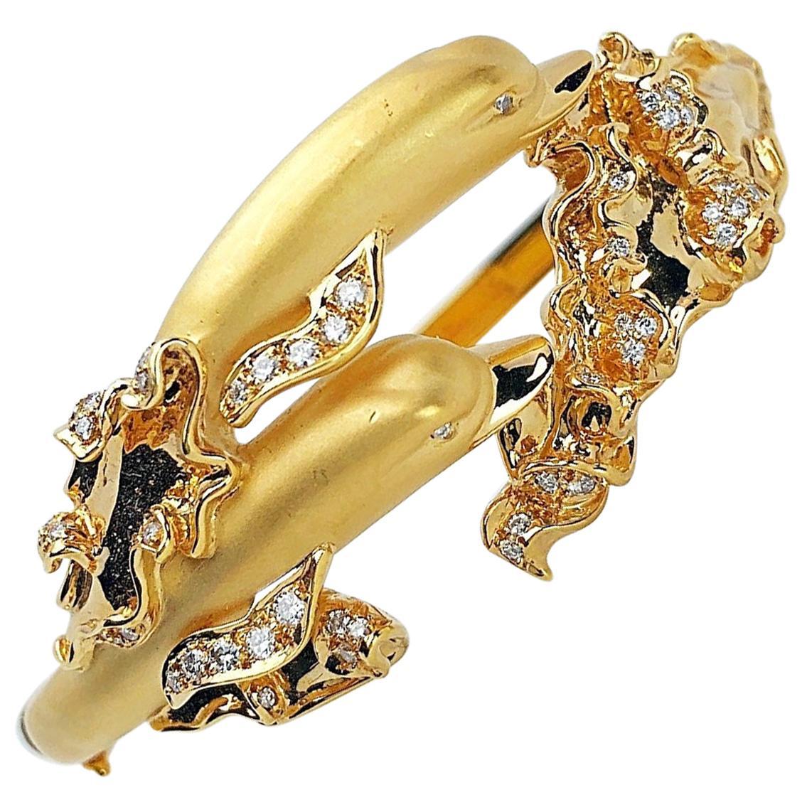 Carrera y Carrera 18 Karat Yellow Gold Twin Dolphins Bracelet with Diamonds