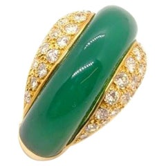 Carrera y Carrera 18 Kt Gold Ring with .96 Carat Diamond and Green Chrysoprase