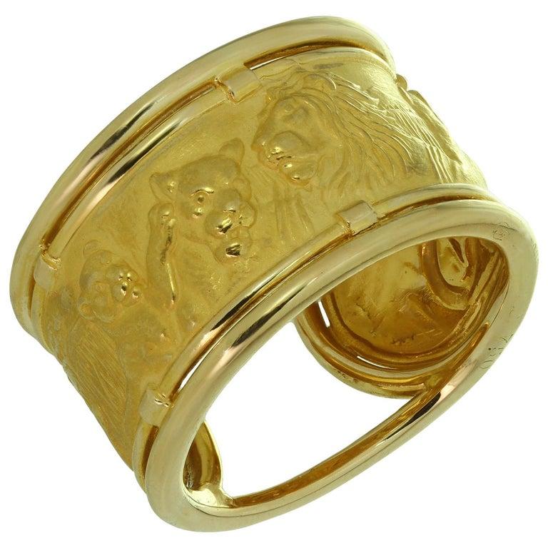 Carrera y Carrera 18 Yellow Gold Lions Motif Wide Band