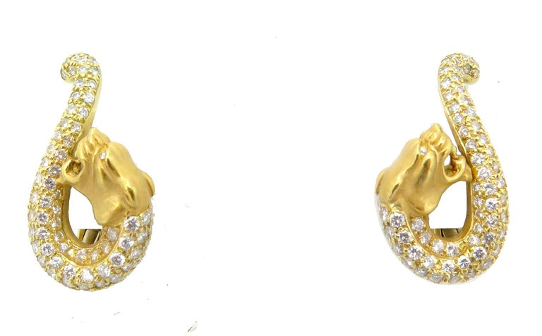 Carrera y Carrera 18 Karat Yellow Gold and Diamond Necklace and Earring Set For Sale 3