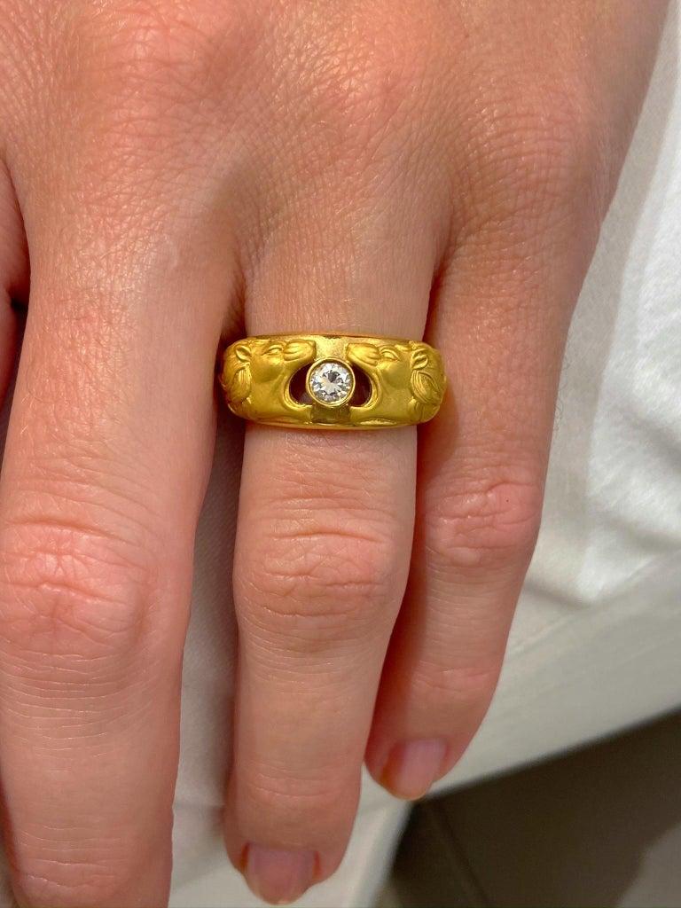 Artisan Carrera y Carrera 18 Karat Gold Double Lions Head Ring with .21 Carat Diamond