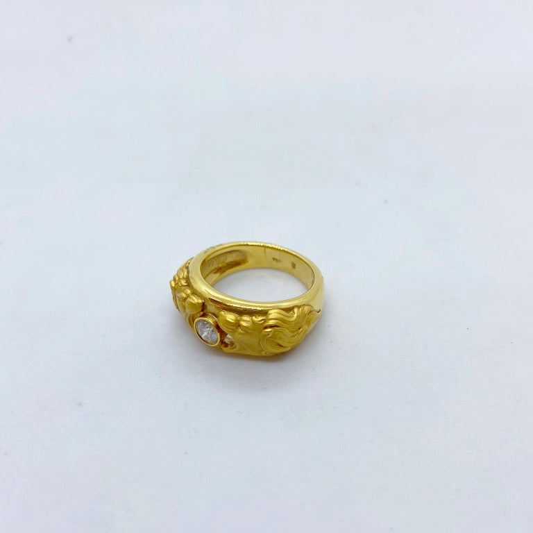 Carrera y Carrera 18 Karat Gold Double Lions Head Ring with .21 Carat Diamond In New Condition In New York, NY