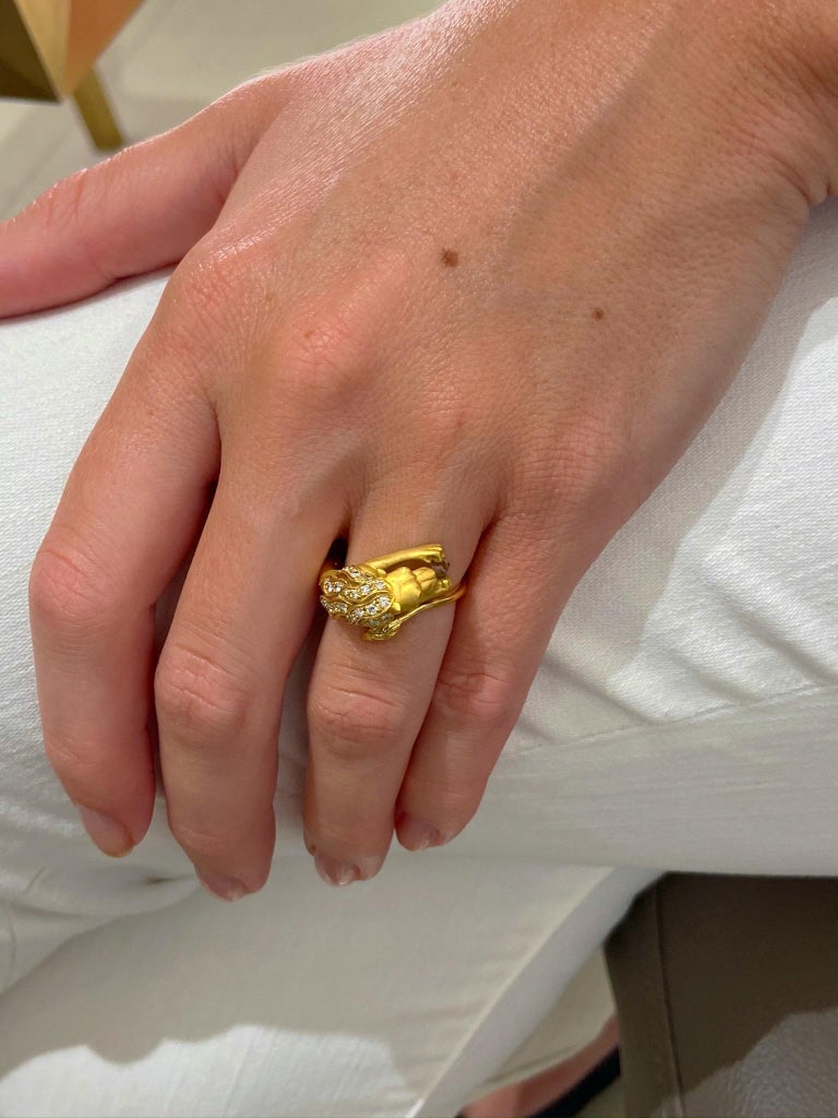 Carrera y Carrera 18 Karat Yellow Gold Lions Head Ring with .22 Carat Diamonds In New Condition For Sale In New York, NY
