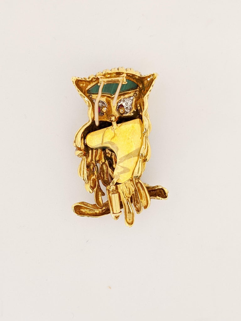 Carrera Y Carrera 18 Karat Gold Owl Brooch with Diamond, Malachite and Ruby In New Condition For Sale In New York, NY