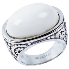 Carrera y Carrera's Aqua Collection 18 Karat White Gold Ring with White Agate