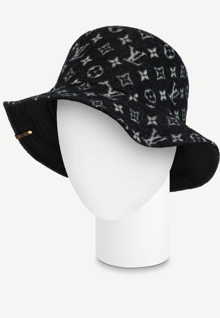 CARRY ON BOB, Reversible Black Bob Wool Bucket Hat Size Small, Brand New In Box In New Condition For Sale In Scarsdale, NY