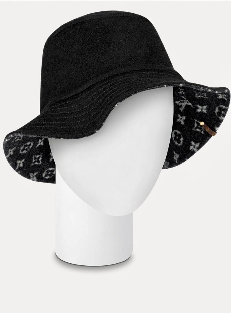 Women's CARRY ON BOB, Reversible Black Bob Wool Bucket Hat Size Small, Brand New In Box For Sale