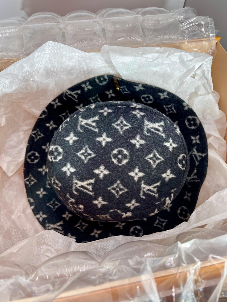 CARRY ON BOB, Reversible Black Bob Wool Bucket Hat Size Small, Brand New In Box For Sale 3
