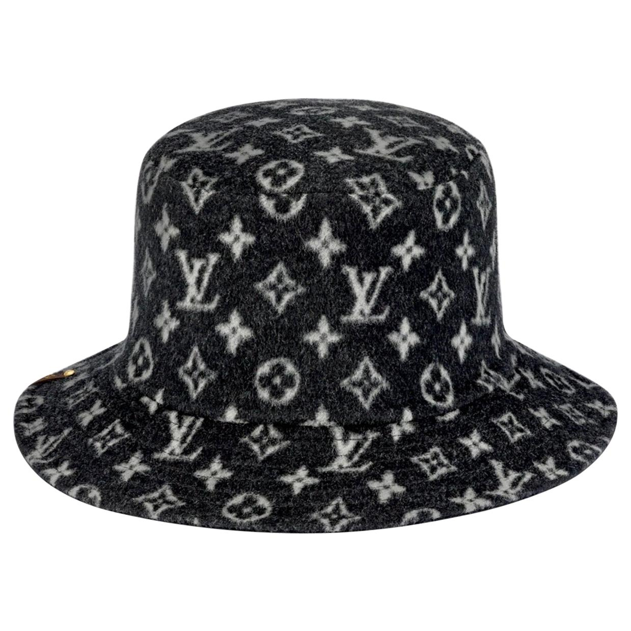 CARRY ON BOB, Reversible Black Bob Wool Bucket Hat Size Small, Brand New In Box