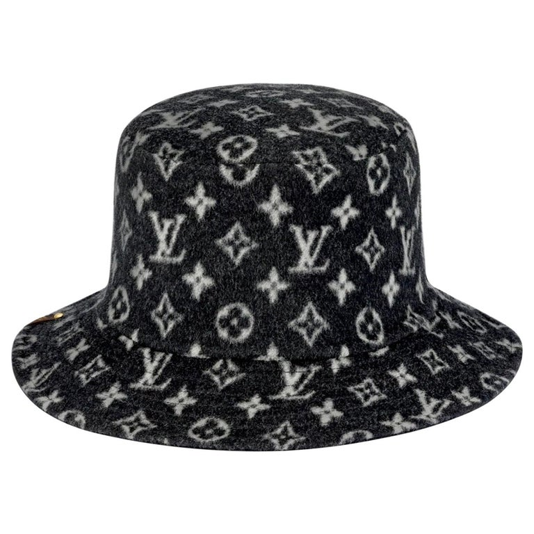 CARRY ON BOB, Reversible Black Bob Wool Bucket Hat Size Small, Brand New In Box For Sale