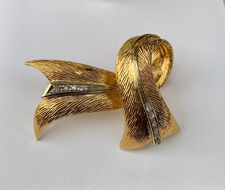 Cartier 18 Karat Yellow Gold and Diamond Textured Bow Ribbon Design Brooch Pin For Sale 7