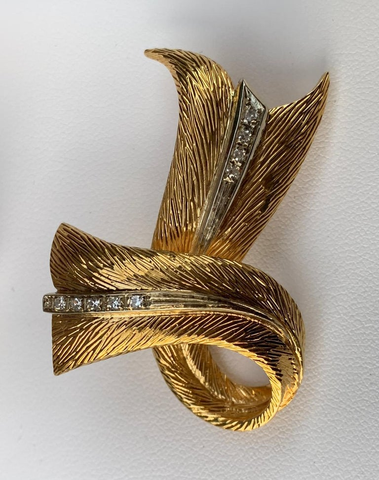 Cartier 18 Karat Yellow Gold and Diamond Textured Bow Ribbon Design Brooch Pin For Sale 2