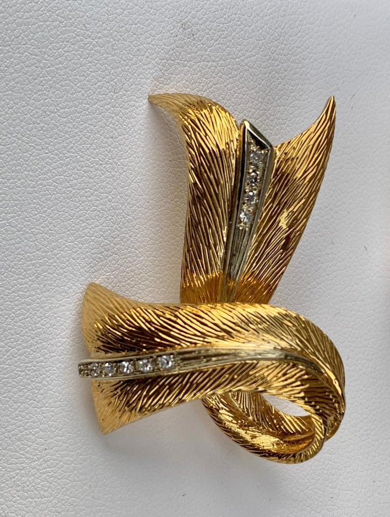 Cartier 18 Karat Yellow Gold and Diamond Textured Bow Ribbon Design Brooch Pin For Sale 4