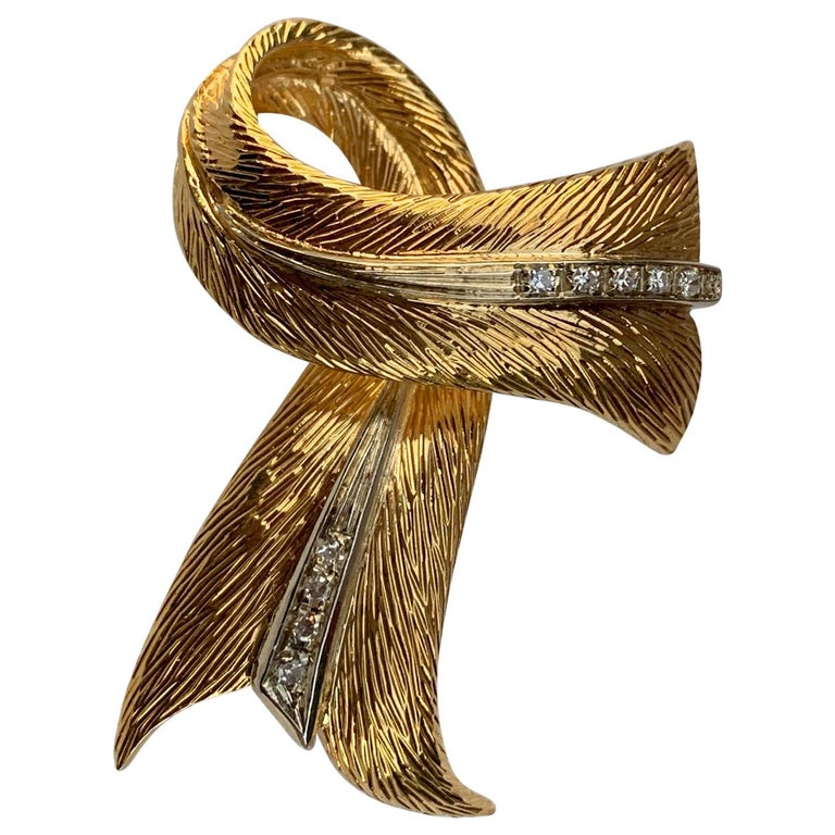 Cartier 18 Karat Yellow Gold and Diamond Textured Bow Ribbon Design Brooch Pin For Sale