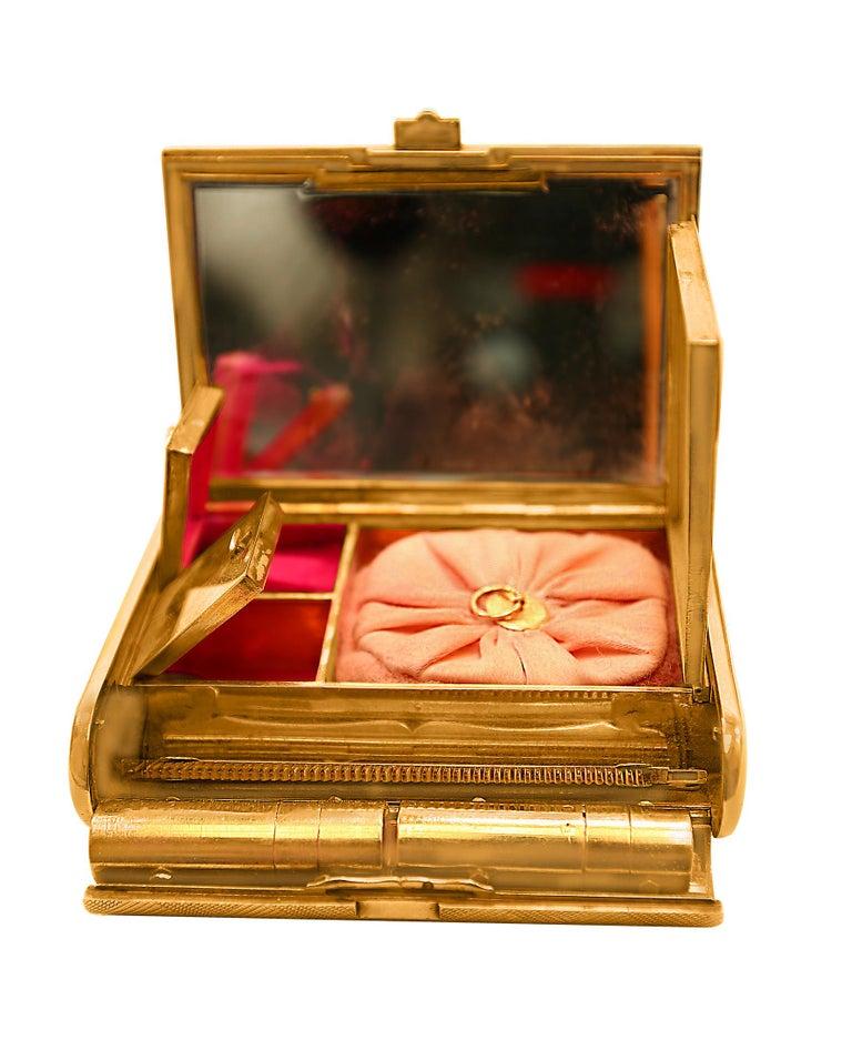 Cartier 18 Karat Yellow Gold Vanity Case 279 Grams, Art Deco, 279 Gm Gold For Sale 1