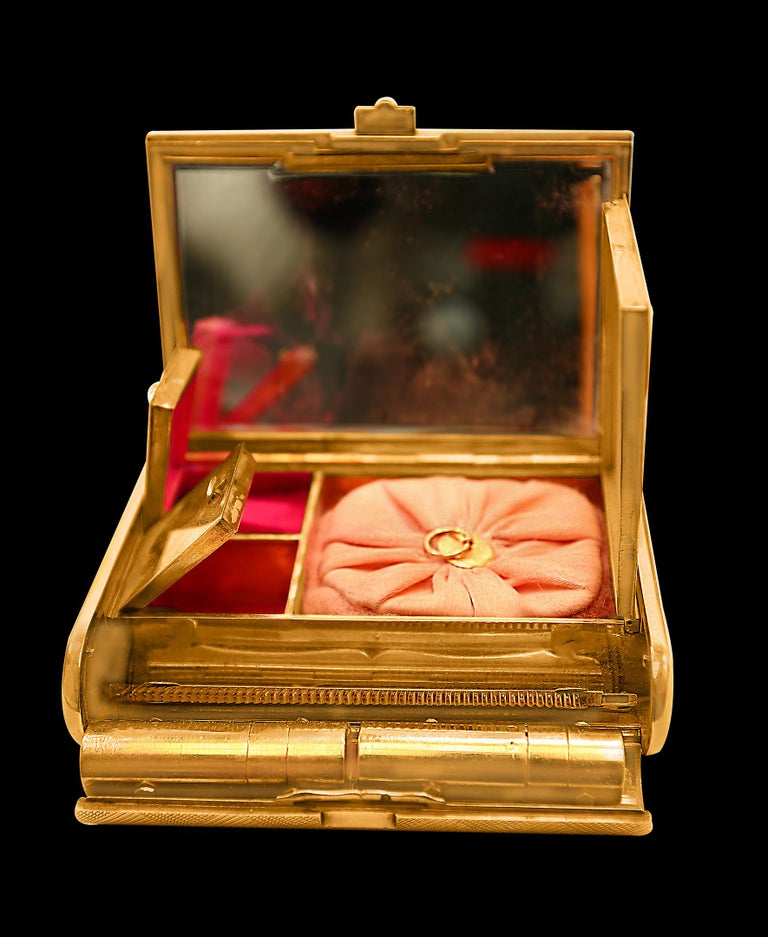 Cartier 18 Karat Yellow Gold Vanity Case 279 Grams, Art Deco, 279 Gm Gold For Sale 2