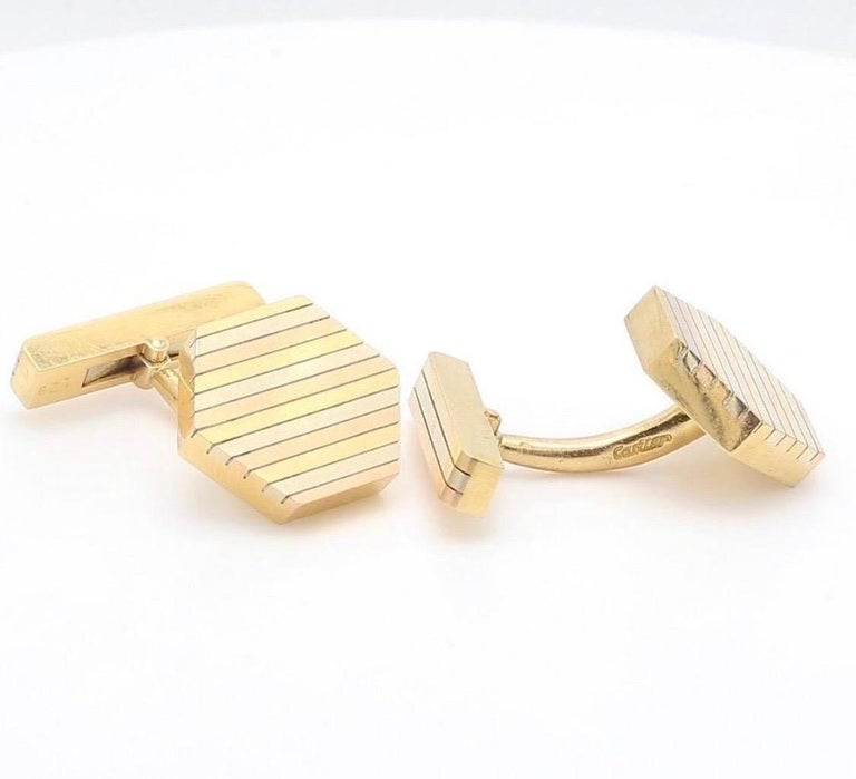 Cartier 18 Karat Gold Cufflinks In Excellent Condition For Sale In New York, NY