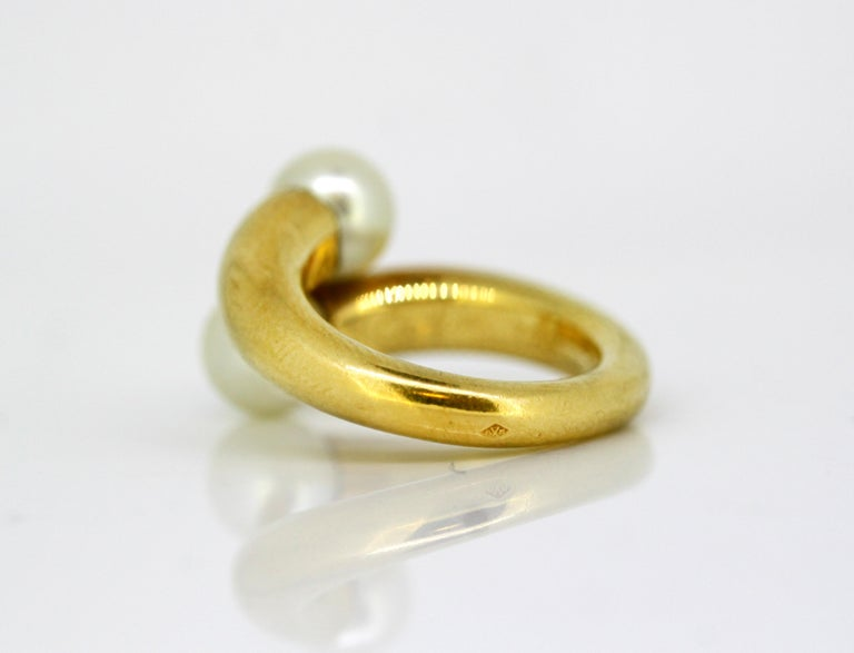 Cartier, 18 Karat Gold Ladies Ring with Two Natural Freshwater Pearls In Good Condition For Sale In Braintree, GB