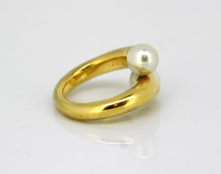 Cartier, 18 Karat Gold Ladies Ring with Two Natural Freshwater Pearls For Sale 1