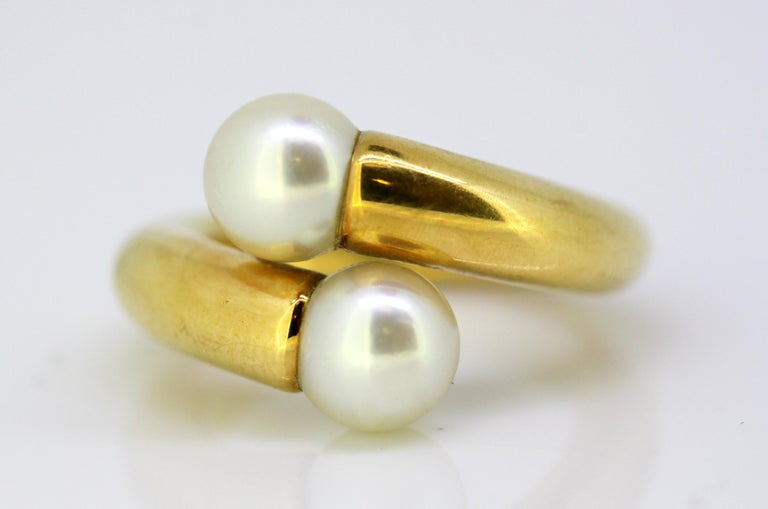 Cartier, 18 Karat Gold Ladies Ring with Two Natural Freshwater Pearls For Sale 3