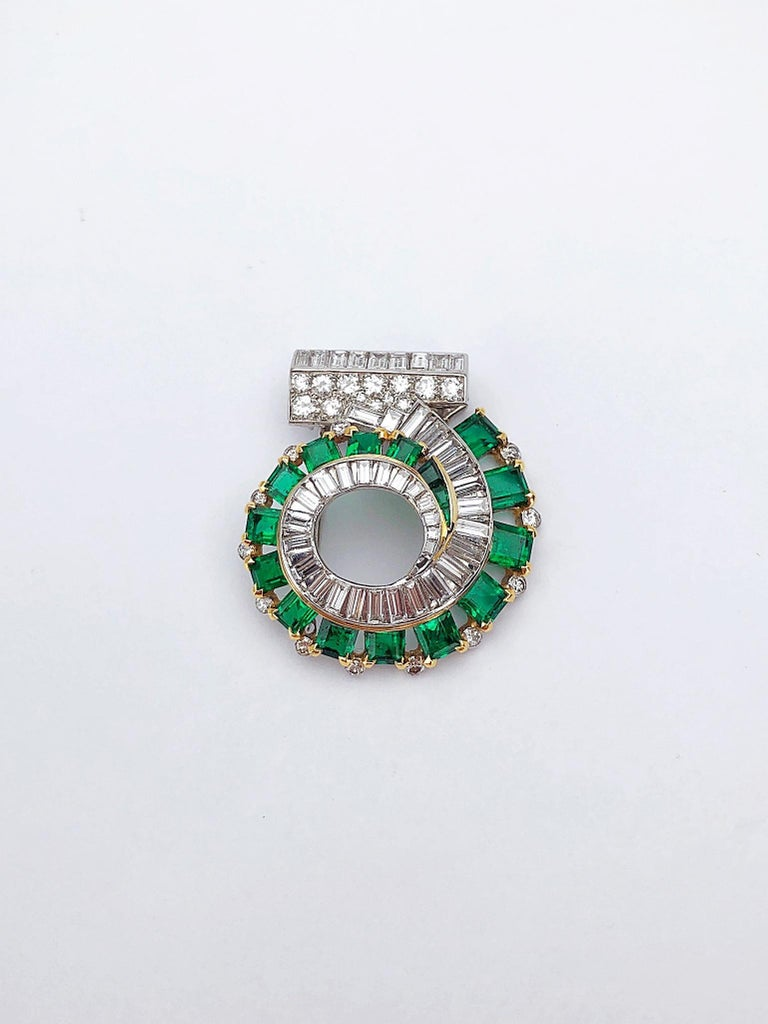 Cartier London 1930s Diamond Emerald Clip In Excellent Condition For Sale In New York, NY