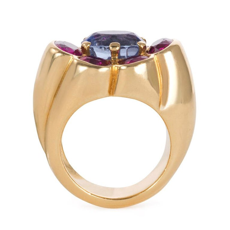 Retro Cartier 1940s Gold and Two-Color Sapphire Ring of Florette Design For Sale