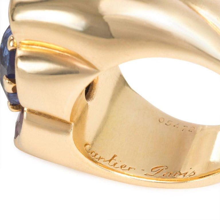 Cartier 1940s Gold and Two-Color Sapphire Ring of Florette Design In Good Condition For Sale In New York, NY