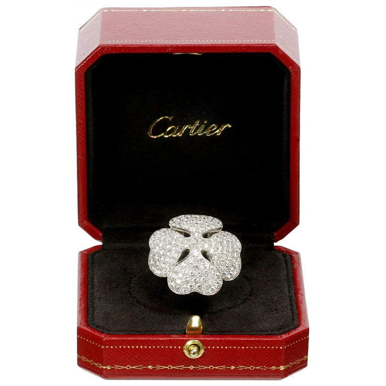 Cartier Anniversary Edition 10 Carat Diamond White Gold Clover Ring In Excellent Condition For Sale In New York, NY