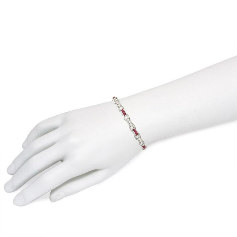 Cartier Art Deco Calibré Ruby and Diamond Bracelet in Platinum In Good Condition For Sale In New York, NY