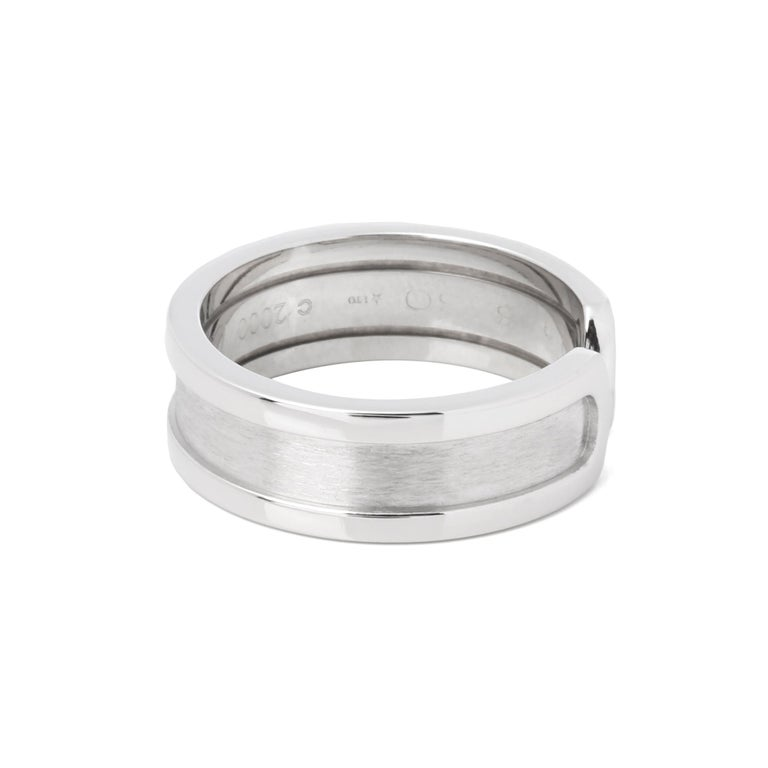 This ring by Cartier is from their C de Cartier collection and features their signature C design, made in 18k white gold. UK ring size L. EU ring size 52. US ring size 6. Complete with a Xupes presentation box. Our Xupes reference is COMJ549 should