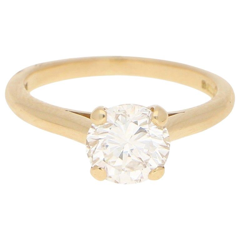 Cartier Certified 1.25 Carat Solitaire Engagement Ring Set in 18 Karat Gold For Sale