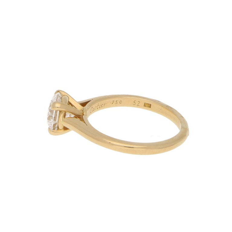 Modern Cartier Certified 1.25 Carat Solitaire Engagement Ring Set in 18 Karat Gold For Sale