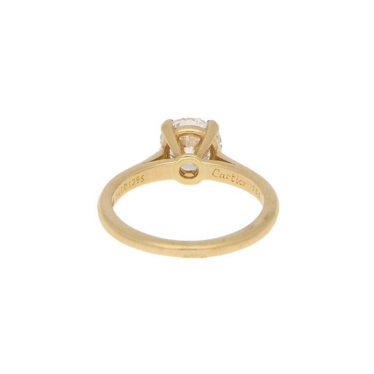 Round Cut Cartier Certified 1.25 Carat Solitaire Engagement Ring Set in 18 Karat Gold For Sale