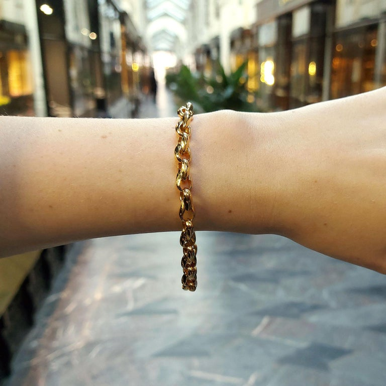A simple yet elegant chunky chain bracelet set in solid 18k yellow gold, signed Cartier.  The bracelet is composed of 16 infinity shaped solid links. These links are of a decent size so that the wearer has the option to wear it as a simple chain