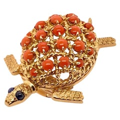 Cartier Coral Sapphire Turtle Pin Brooch in 18 Karat Yellow Gold, circa 1960