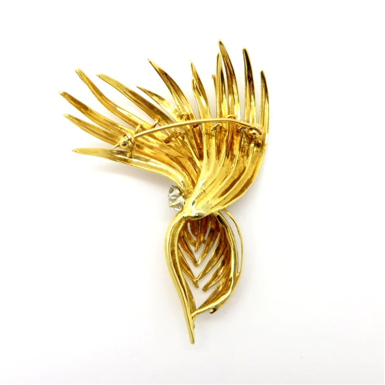 Cartier Designer Round 1 Carat Diamond Feather 18K Two-Tone Brooch Pin #1393 In Excellent Condition For Sale In Scottsdale, AZ