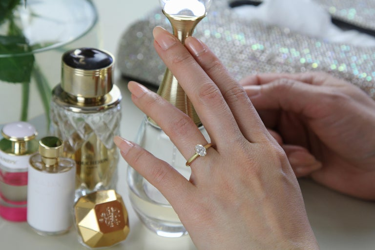 Cartier Diamond, Oval Shape Engagement Ring set in British Hallmarked 18K Gold In Excellent Condition For Sale In London, GB
