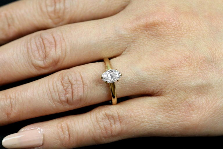 Cartier Diamond, Oval Shape Engagement Ring set in British Hallmarked 18K Gold For Sale 1