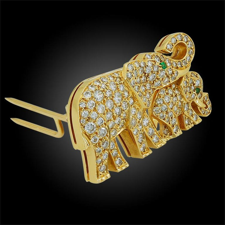 Cartier Diamond Emerald Elephant Brooch In Good Condition In New York, NY