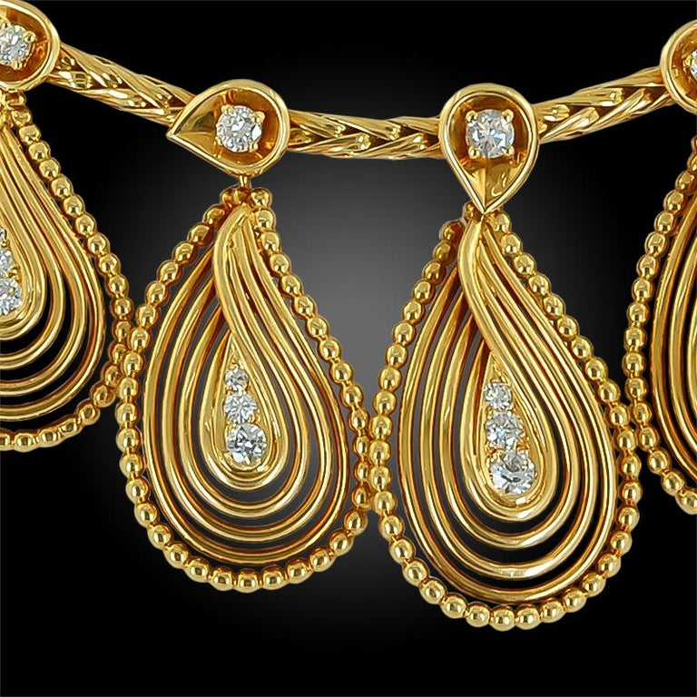 Round Cut Cartier Diamond Teardrop Motif Necklace For Sale